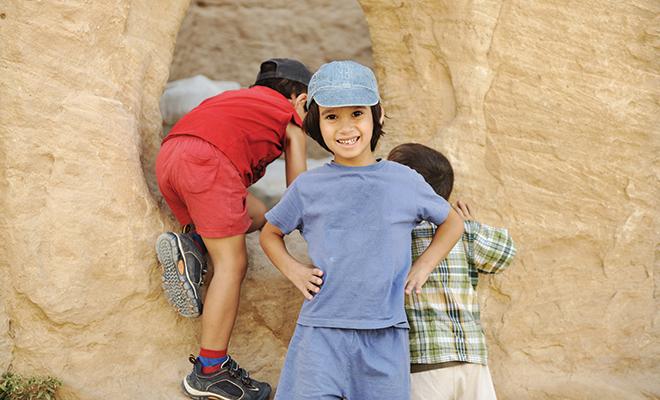 bigstock-Summer-tourist-vacation-child-15443309